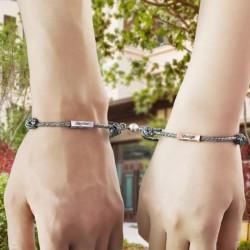 Deux bracelets prénoms à...